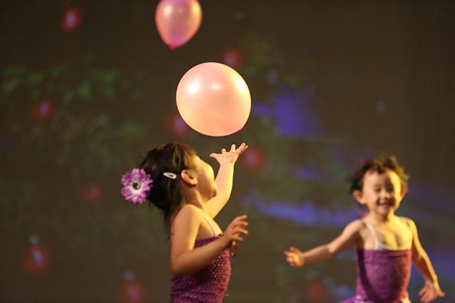 舞台对孩子来说意味着什么?_北京儿童芭蕾培训